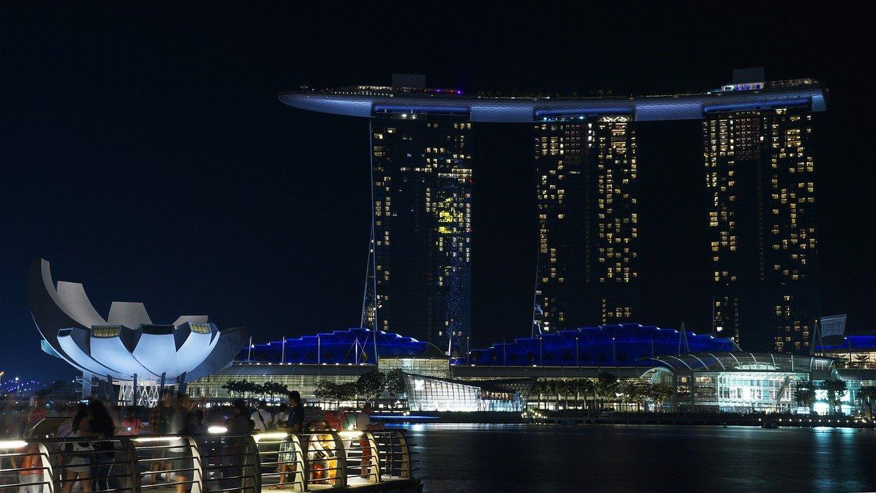 シンガポールでモバイル広告は効果的?【SNSシェアも狙える動画がオススメ】